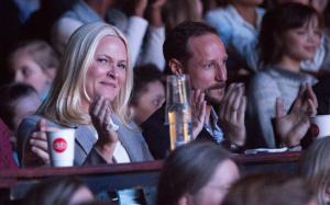 Los príncipes de Noruega muestran sus emociones en público  HOLA